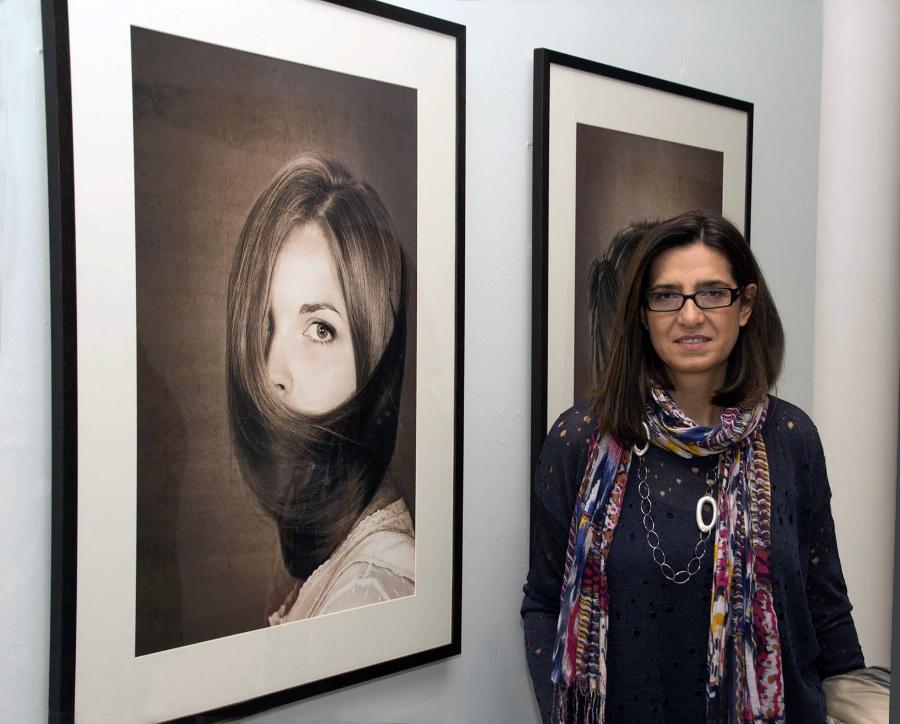 Julia G. Liebana en la presentación de una las últimas exposiciones fe Fotografía Artística